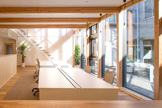 本社建設にあたり大事にしたことは、地域で建設される建物の先駆けとなるオフィスにすることです