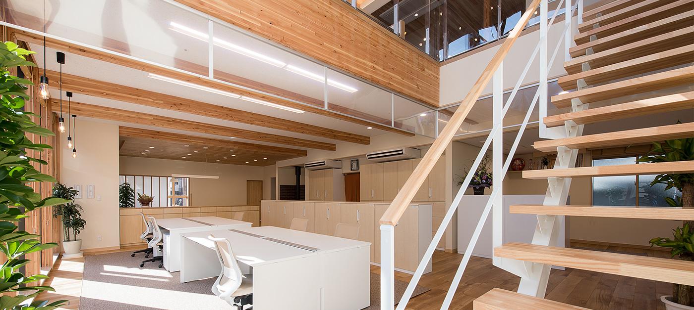 鉄骨と変わらぬ耐震性と可変性を持つ、「木造大断面工法」の柱大空間を体感頂けます。