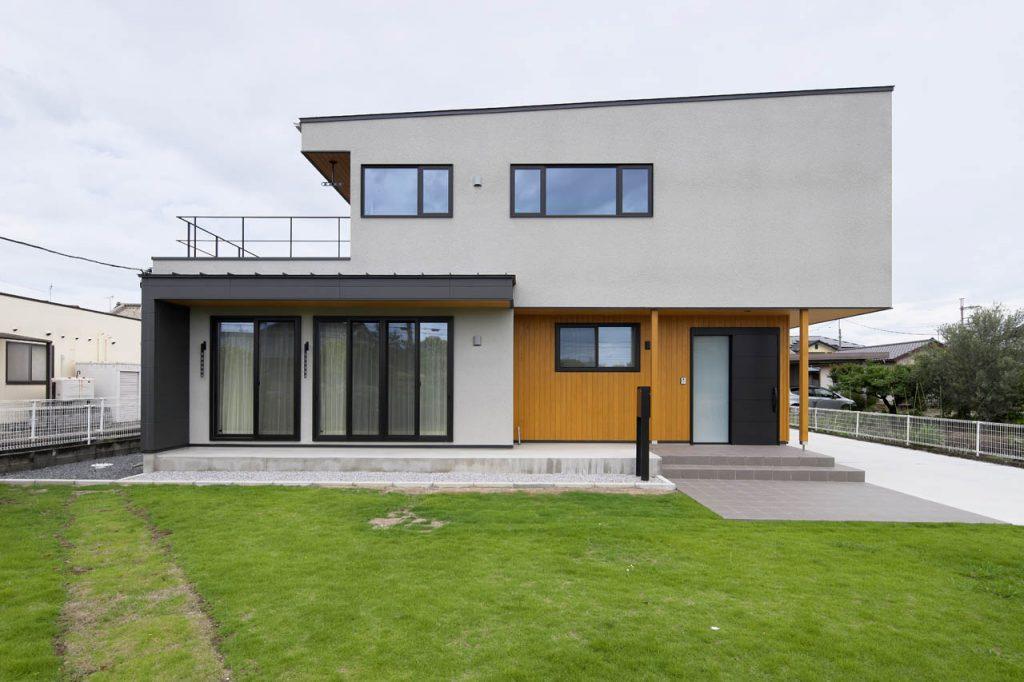 大型パネルの二世帯住宅